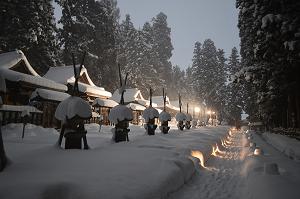 上杉家廟所内参道の雪ぼんぼり