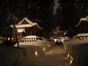 上杉家廟所内正面の雪ぼんぼり