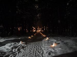 上杉家廟所内廟屋の雪ぼんぼり