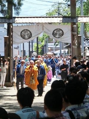 上杉家廟所への参拝御神輿渡 正門