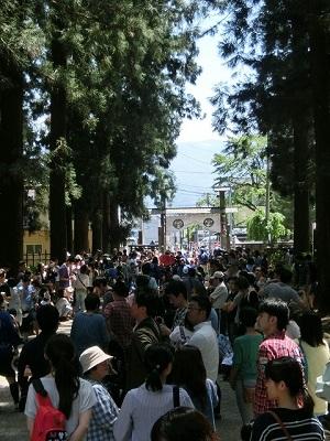 上杉家廟所への参拝御神輿渡 参道